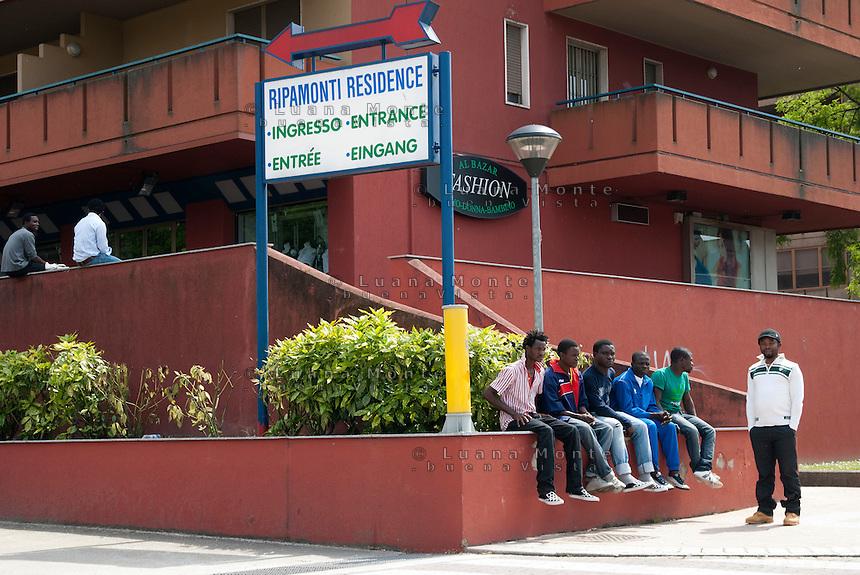 Profughi provenienti dalla Libia, alloggiati al residence Ripamonti. Pieve Emanuele (Milano), 14 maggio 2011...Fugitives from Libya, lodged in Ripamonti Residence. Pieve Emanuele (Milan), May 14, 2011