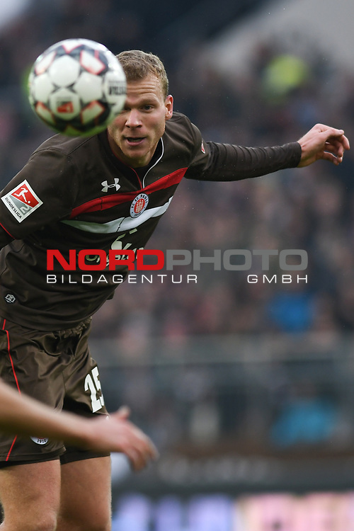 01.12.2018,  GER; 2. FBL, FC St. Pauli vs SG Dynamo Dresden ,DFL REGULATIONS PROHIBIT ANY USE OF PHOTOGRAPHS AS IMAGE SEQUENCES AND/OR QUASI-VIDEO, im Bild Einzelaktion Hochformat Henk Veerman (Pauli #25) Foto © nordphoto / Witke