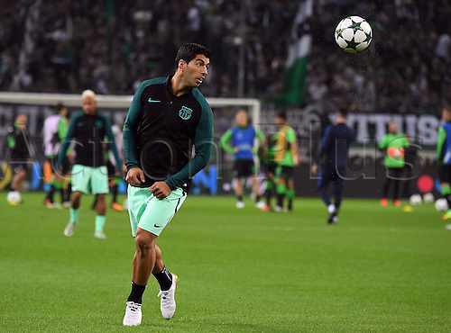 28.09.2016. Moenchengladbach, Germany. UEFA Champions league football. Borussia Moenchengladbach versus FC Barcelona.  Luis Suarez (FC Barcelona) warms up pregame