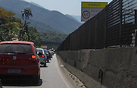 14/09/2013 São Paulo -SP - Descida litoral via Anchieta,Imigrantes com muito congestionamento transito pesado na chegada no Litoral .Carlos Pessuto/Brazil Photo Press
