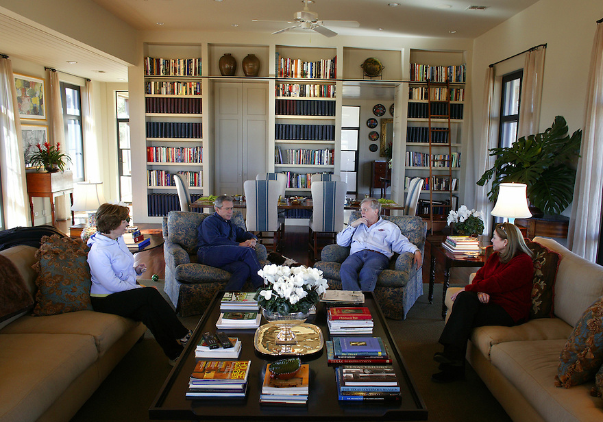 U.S. President George W. Bush hosts U.S. Ambassador to Australia J. Thomas Schieffer and his wife Susanne at the Bush Ranch in Crawford, Texas, December 29, 2003.   Schieffer is an old friend of Bush, and the two were part owners of the Texas Rangers Baseball team..Photo by Brooks Kraft/Corbis