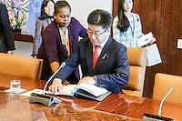 NEW YORK, NY, 02.12.2016 - ONU-JAPÃO - O secretário-geral das Nações Unidas Ban Ki-moon recebe o Ministro japonês Katsunobu Kato na Sede da Organização das Nações Unidas em New York nos Estados Unidos nesta sexta-feira, 02. (Foto: William Volcov/Brazil Photo Press)