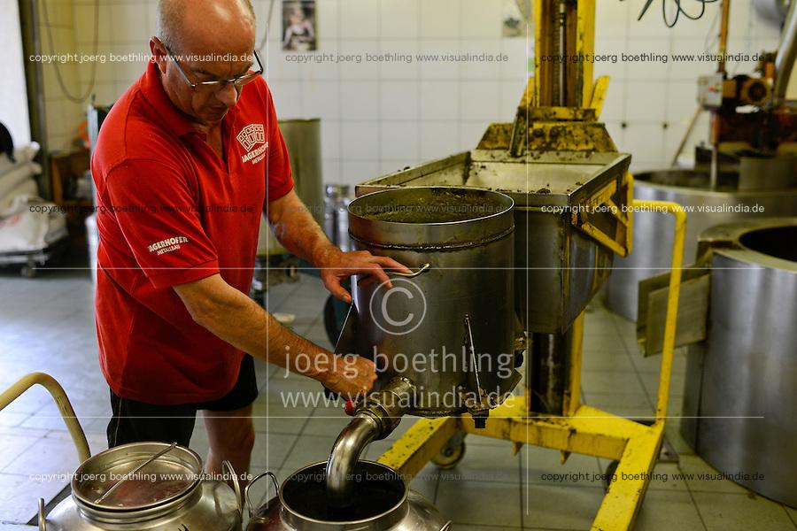 Austria Styria, cultivation of pumpkin, the seeds are used for processing of pumpkin seed oil, oil mill Karl Hoefler / Oesterreich Steiermark, Anbau von Kuerbis und Verarbeitung zu Kuerbiskernoel, Oelmuehle Karl Hoefler in Kaindorf