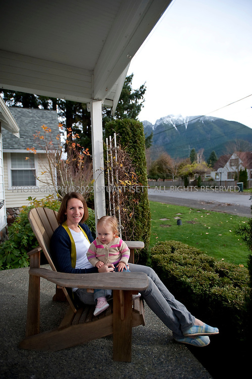 11/23/2009--North Bend, WA USA..Katie Kyser and her with her 1 yr. old daughter Kayle. Ms. Kyser and her husband, who works in construction, have no health insurance so they pay all costs out of pocket. Ms. Kyser used one of the new price listing websites to find an ob-gyn in the area who charged only $75 for an office visit compared to the $200 most doctors charged. She was quite satisfied and has since used the same website to find other health care providers. The story will help consumers research the secretive and complicated world of health care pricing and tell when and how to use that research to compare doctors, hospitals...©2009 Stuart Isett. All rights reserved.