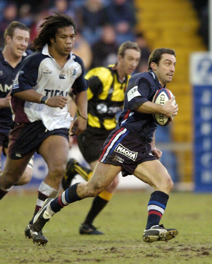Photo. Jed Wee..Sale Sharks v Rotherham Titans, Zurich Premiership, Edgeley Park, Stockport. 27/12/2003..Sale's Bryan Redpath (R).