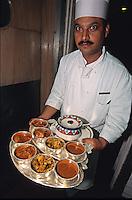 Indien, Delhi, Restaurant Hotel Oberoi, Koch mit Thali