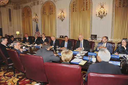 Chicago, IL - November 7, 2008 -- United States President elect Barack Obama (C) meets with members of his Transition Economic Advisory Board at the Hilton Hotel in downtown Chicago, Illinois, USA 07 November 2008. Obama later held his first news conference since winning the election..Credit: Tannen Maury - Pool via CNP