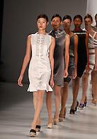 SAO PAULO, SP, 15 JUNHO 2012 - SPFW DESFILE GLORIA COELHO  - Desfile da grife Gloria Coelho durante a 33a edicao do Sao Paulo Fashion Week Verao 2013, nesta sexta-feira, 14.  FOTO: VANESSA CARVALHO - BRAZIL PHOTO PRESS.