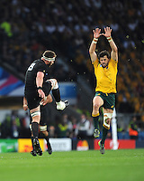 Kieran Read of New Zealand sends up a clearance kick over the head of Adam Ashley-Cooper of Australia during the Rugby World Cup Final between New Zealand and Australia - 31/10/2015 - Twickenham Stadium, London<br /> Mandatory Credit: Rob Munro/Stewart Communications