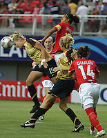 Chill·n, Chile: Americanís  midfielder,  Lauren Fowlkes(l) goes for the ball along with Fern Whelan(r) England¥s team, during the  quarters-finals match, of the Fifa U-20 Womens World Cup the at Nelson Oyarz˙n stadium in Chill·n, on November 30, 2008. Photo by Grosnia / ISIphotos.com