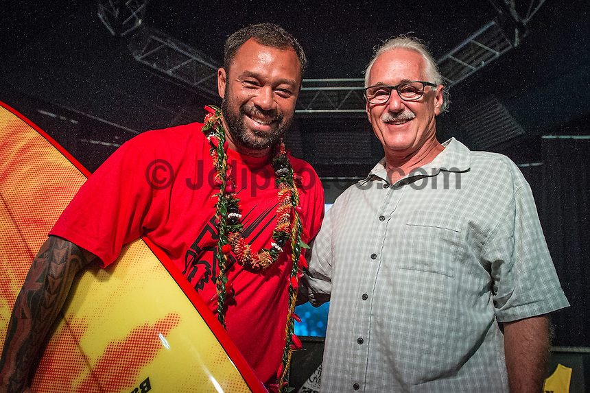 North Shore, Oahu, Hawaii (Wednesday, November 20, 2013) – 2000 World Surfing Champion  and six times Vans Triple Crown of Surfing Champion Sunny Garcia (HAW) was the Talk Story guest at Surfer The Bar at Turtle Bay Resort tonight. Garcia with photographer Peter Joli Wilson (AUS)  shot by Mrs Joli. Photo: joliphotos.com
