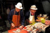 Nederland Arnhem 2015. Slachtdag in het Nederlands Openluchtmuseum. Twee scharrelvarkens, die een jaar gescharreld hebben in het museum, zijn geslacht in een slachterij. Tijdens Slachtdag worden de varkens verwerkt door drie slagers. Foto Berlinda van Dam / Nederlandse Hoogte