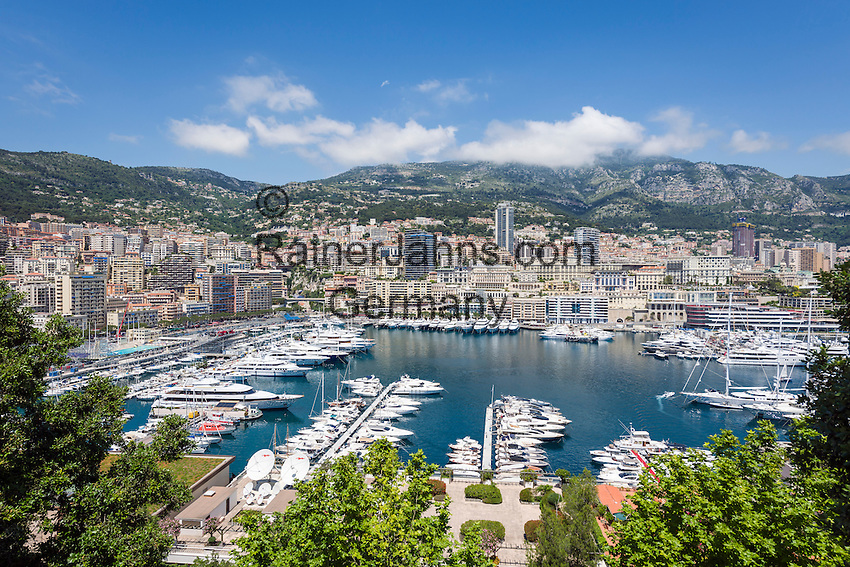Principality of Monaco, on the French Riviera (Côte d'Azur), district La Condamine: luxury yachts in Port Hercule | Fuerstentum Monaco, an der Côte d'Azur, Stadtteil La Condamine: Luxusyachten im Port Hercule