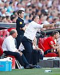 Nederland, Eindhoven, 18 augustus 2012.Seizoen 2012-2013.PSV-Roda JC.Dick Advocaat, trainer-coach van PSV geeft aanwijzingen. Links Mart van den Heuvel, teammanager van PSV