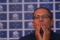 BELO HORIZONTE, MG, 29.05.2015 - FUTEBOL-CRUZEIRO - O ex jogador de futebol Alex durante coletiva de imprensa na Toca da Raposa II em Belo Horizonte nesta sexta-feira, 29. O ex-jogador Alex, campeão da Tríplice Coroa pelo Cruzeiro em 2003 fará um jogo de despedida no dia 27 de junho, o Cruzeiro de 2003 vai enfrentar o Cruzeiro de todos os tempos. (Foto: Vinnicius Silva / Brazil Photo Press)