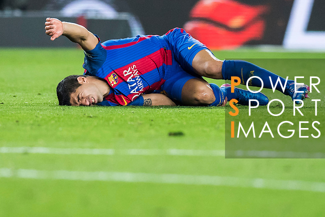 Luis Suarez of FC Barcelona lies injured on the pitch during their Copa del Rey 2016-17 Semi-final match between FC Barcelona and Atletico de Madrid at the Camp Nou on 07 February 2017 in Barcelona, Spain. Photo by Diego Gonzalez Souto / Power Sport Images
