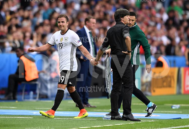 FUSSBALL EURO 2016 GRUPPE C IN PARIS Nordirland - Deutschland     21.06.2016 Trainer Joachim Loew (li) und Mario Goetze (re, beide Deutschland)