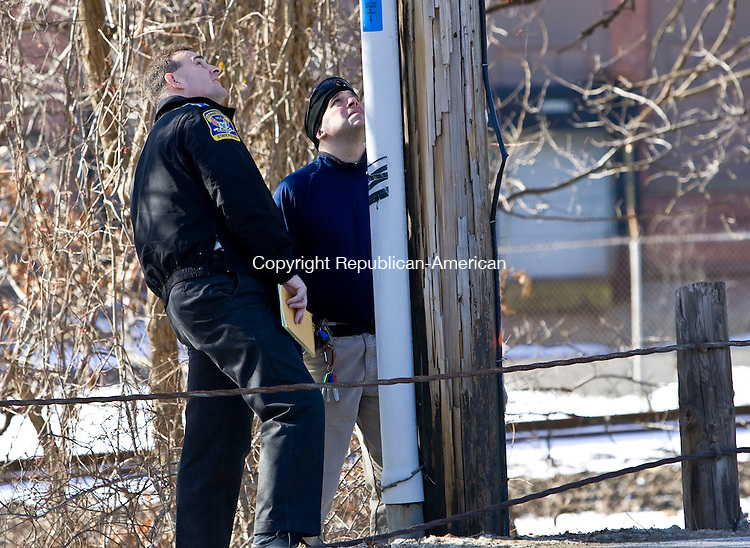 WATERBURY, CT - 01 FEBRUARY 2010 -020110JT02--<br /> State Police investigate a telephone pole across the street from the Department of Motor Vehicles, where an overnight break-in occurred, in Waterbury on Monday.<br /> Josalee Thrift Republican-American