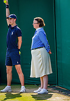 London, England, 5 th. July, 2018, Tennis,  Wimbledon, Lineswoman<br /> Photo: Henk Koster/tennisimages.com
