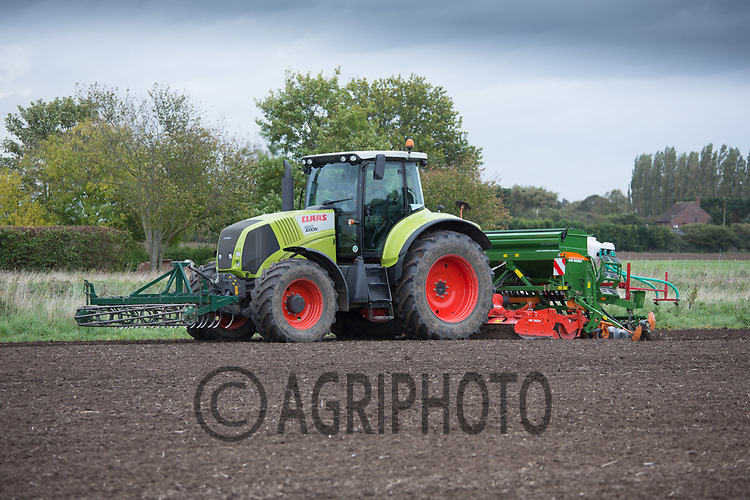 Drilling Barley in Lincolnshire Fens<br /> Picture Tim Scrivener 07850 303986<br /> &hellip;.covering agriculture in the UK&hellip;.