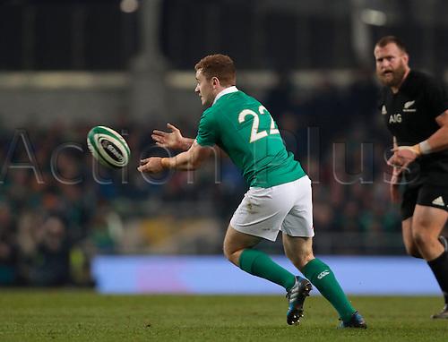 19.11.2016. Aviva Stadium, Dublin, Ireland. Guinness Autumn International Rugby. Ireland versus New Zealand.<br /> Paddy Jackson (Ireland) passes out wide.