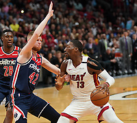 David Bertans (F, Washington Wizards, #42) gegen Bam Adebayo (C/F Miami Heat, #13) - 22.01.2020: Miami Heat vs. Washington Wizards, American Airlines Arena