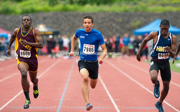MIDDLETOWN, CT-060914JS12--Crosby's Oscar Medina, center, competes in the 100 meter dash during the State Open track and field meet Monday at Middletown High School. <br /> Jim Shannon Republican-American