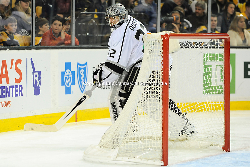 January 20, 2014 - Boston, Massachusetts, U.S. - Los Angeles Kings goalie Jonathan Quick (32) in game action during the NHL game between Los Angeles Kings and the Boston Bruins held at TD Garden in Boston Massachusetts. The Bruins defeated the Kings 3-2 in regulation time.   Eric Canha/CSM