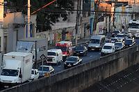 SAO PAULO, 20 DE JULHO DE 2012 - TRANSITO SP - Transito pesado na Avenida do Estado, sentido bairro, regiao norte da capital, no fim da tarde desta sexta feira. FOTO: ALEXANDRE MOREIRA - BRAZIL PHOTO PRESS