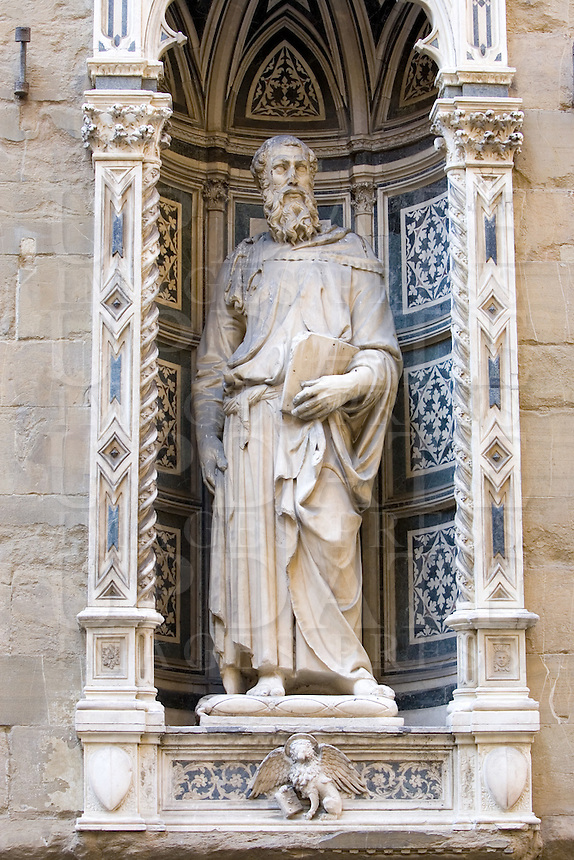 La statua di San Marco scolpita da Donatello, sulla chiesa di Orsanmichele a Firenze.<br /> The Donatello's statue of St. Mark on the facade of the Orsanmichele church, in Florence.<br /> UPDATE IMAGES PRESS/Riccardo De Luca