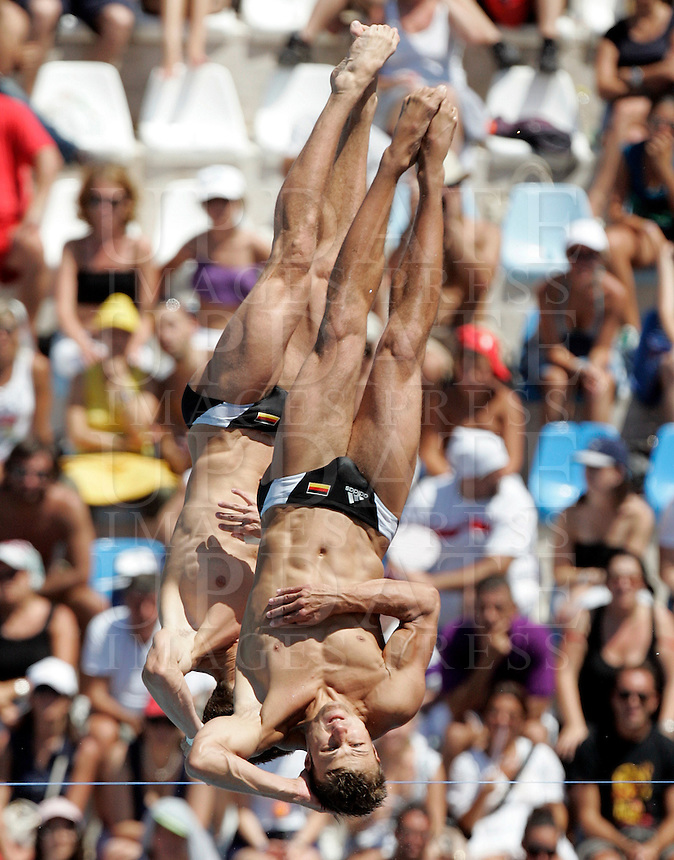 Germany's Patrick Hausding and Klein Sascha Klein compete in the men 10m synchro platform diving finals at the Swimming World Championships in Rome, 25 July 2009..UPDATE IMAGES PRESS/Riccardo De Luca