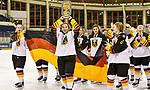 09.01.2020, BLZ Arena, Füssen / Fuessen, GER, IIHF Ice Hockey U18 Women's World Championship DIV I Group A, <br /> Siegerehrung, <br /> im Bild das deutsche Team feiert seinen Erfolg, Fine Raschke (GER, #19), Luisa Welcke (GER, #13) mit Pokal, Nina Christof (GER, #6)<br /> <br /> Foto © nordphoto / Hafner