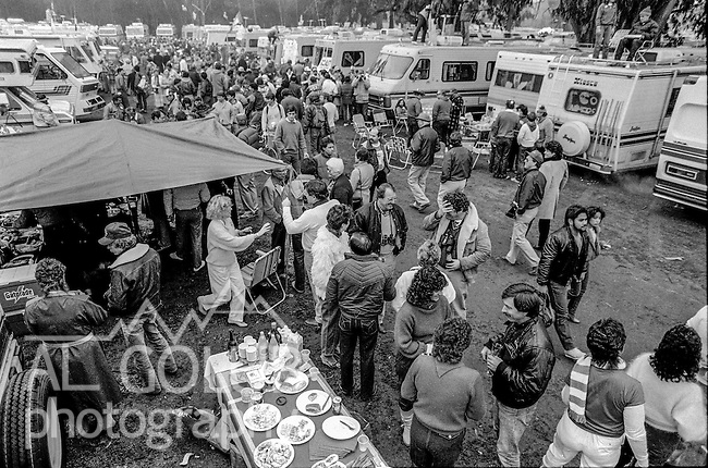 Fans drink and eat at the Super Bowl XIX tailgate on the Stanford University campus. The San Francisco 49ers defeated the Miami Dolphins 38-16 on Sunday, January 20, 1985.