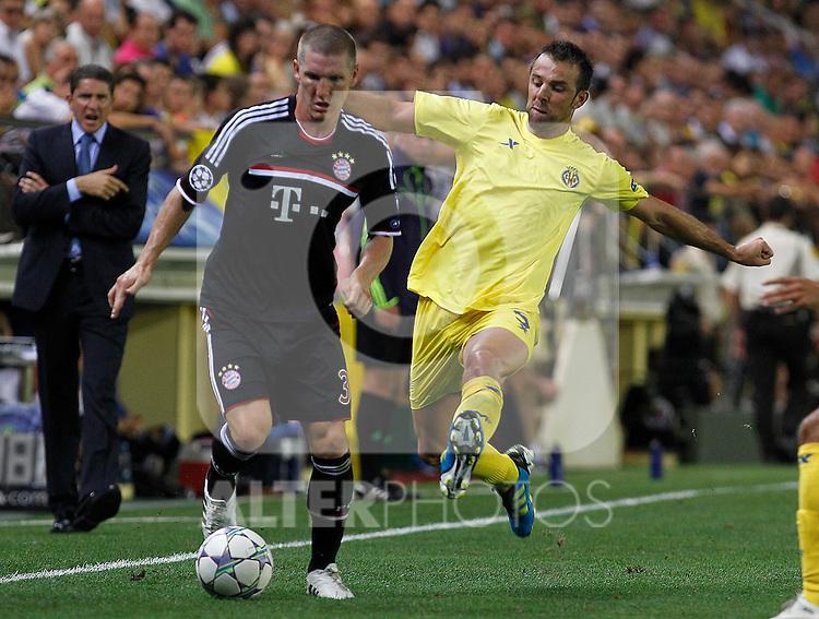 Villareal CF's Carlos Marchena (r) and FC Bayern Munchen's Bastian Schweinsteiger during UEFA Champions League match.September 14,2011.(ALTERPHOTOS/Acero)