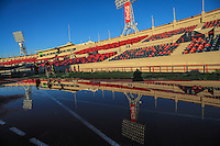Parte del las gradas y lamparas de  del Estadio Héroe de Nacozari reflejadas sobre un cargo de agua de lluvia en la pista de carreras, durante entrenamiento de CimarronesFC. Ascenso2017<br /> ©Photo: LuisGutierrez/NortePhoto.com