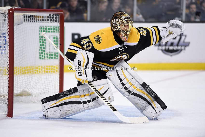 Tuesday, December 22, 2015: Boston Bruins goalie Tuukka Rask (40) reaches out to make a save during the National Hockey League game between the St. Louis Blues and the Boston Bruins held at TD Garden, in Boston, Massachusetts. The blues beat the Bruins 2-0 in regulation time. Eric Canha/CSM