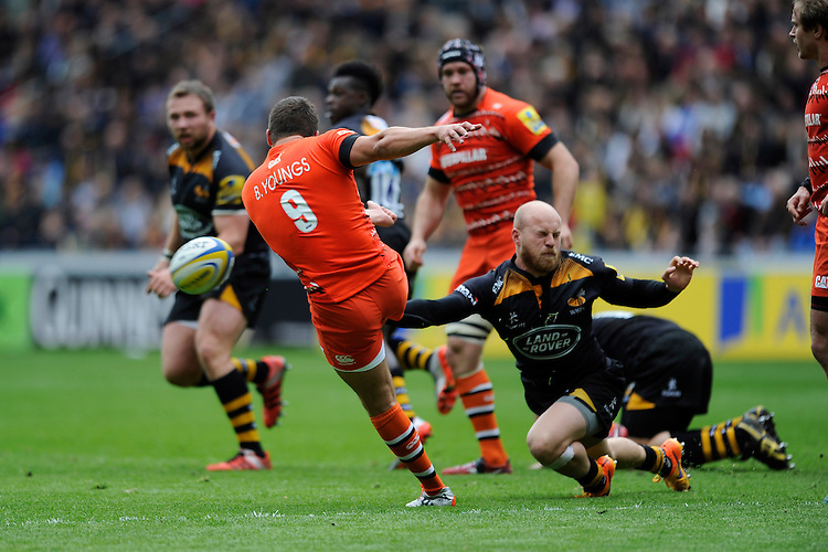 Ben Youngs of Leicester Tigers clears as Joe Simpson of Wasps disrupts