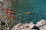 Descente des côtes corses depuis Ajaccio jusqu'à Bonifacio. Raid de 10 jours en kayak  de mer en bivouaquant sur les plages. Calanque de Cacau (Portu Cacau) Corse (côte ouest). France..