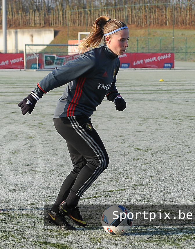 20170118 - TUBIZE , Belgium : Belgian Jana Coryn pictured during a training session of the Belgian national women's soccer team Red Flames during their winter camp, on the 18 th of January in Tubize. PHOTO DIRK VUYLSTEKE   Sportpix.be
