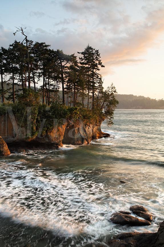 Rugged shoreline at Salt Creek Recreation Area, Clallam County, Washington, USA