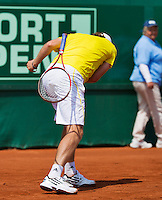 11-07-13, Netherlands, Scheveningen,  Mets, Tennis, Sport1 Open, day four,Matwe Middelkoop (NED) throws his racket to the ground out of frustration<br /> <br /> <br /> Photo: Henk Koster
