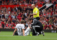 Pictured: Swansea physios see to the injury of Gylfi Sigurdsson (L) of Swansea. Saturday 16 August 2014<br />