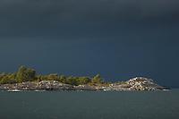 Regn och åskväder med mörka åskmoln vid Bullerö  i Stockholms skärgård. / Stockholms archipelago Sweden.