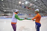 SCHAATSEN: SALT LAKE CITY: Utah Olympic Oval, 14-11-2013, Essent ISU World Cup, training, Gerard van Velde (trainer/coach Team Beslist.nl), Michel Mulder (NED), ©foto Martin de Jong