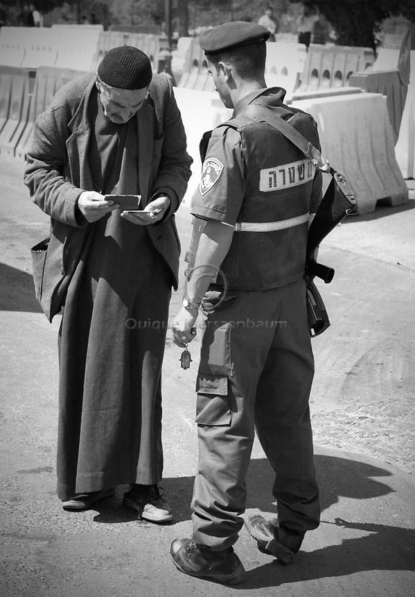 Jerusalem (file photo) -A Palestinian shows his identification to an Israeli border policeman in a checkpoint of Israeli Army. The checkpoint devices between Israel and Palestinian Authority self rule area, Palestinians who do not have Israeli ID need special permissions to pass the checkpoint. Photo by Quique Kierszenbaum