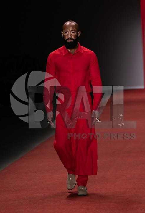 São Paulo (SP), 25/04/2019 - Moda / São Paulo / Fashion Week - Desfile da grifre Handred durante a edição 47 da São Paulo Fashion Week, no Espaço Arca zona oeste de São Paulo, nesta quinta-feira, 25. <br /> <br /> (Foto: Fabricio Bomjardim / Brazil Photo Press)
