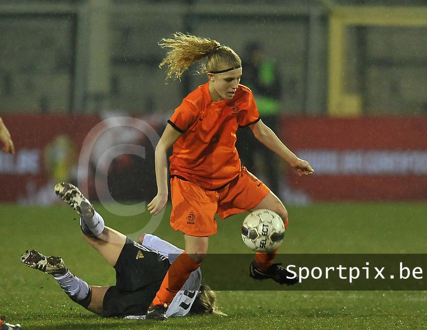 U17  Netherlands - U17 Germany : 6 Yentl Fay Abbing aan de bal.foto DAVID CATRY / Vrouwenteam.be