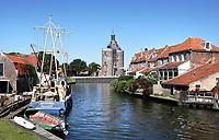 Nederland  Enkhuizen- 2017.  De haven van Enkhuizen. Op de achtergrond de Drommedaris.    Foto Berlinda van Dam / Hollandse Hoogte