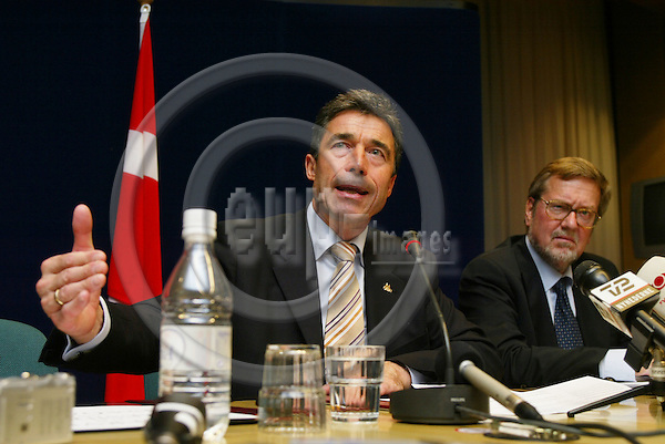 BRUSSELS - BELGIUM - 16 JUNE 2005 --The Danish Prime Minister Anders FOGH RASMUSSEN and his Minister for Foreign Affairs Per Stig M¯LLER (Moeller, Moller). PHOTO: ERIK LUNTANG / EUP-IMAGES..