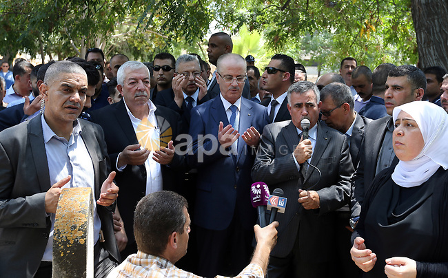 Palestinian Prime Minister Rami Hamdallah attends the funeral of Governor of Tubas Governorate, Rabhi al-Khandakji in the West Bank city of Tulkarem, on July 8, 2017. Photo by Prime Minister Office